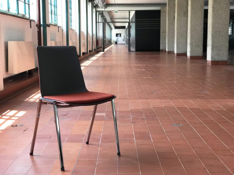 1000 neue Sessel wurden speziell für die Nutzung in der Lösehalle angeschafft und orientieren sich im Design an Peter Behrens Farbwelt für die Tabakfabrik.